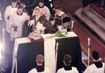 14-Requiem pour Louis XVI - aspersion du catafalque durant l'absoute