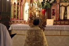 26-Messe de reposition des Quarante-Heures coram Sanctissomo - retour au maîtr-autel avant les prières et la bénédiction finales