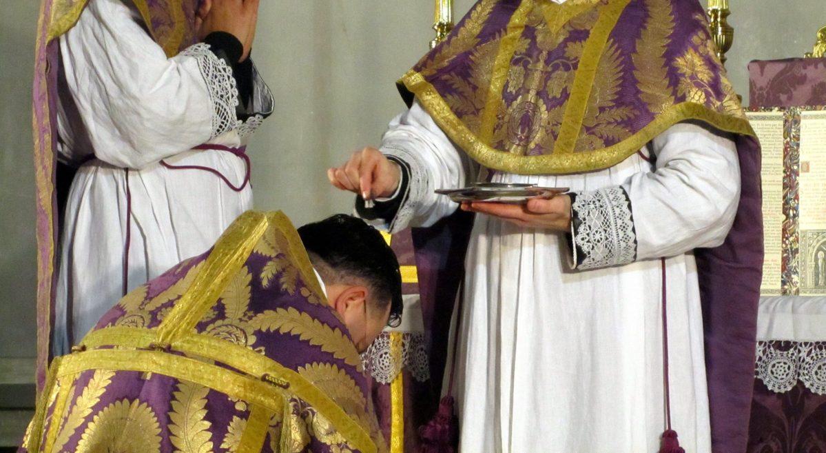 Les chasubles pliées - histoire et liturgie