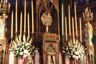 Chant des vêpres devant le Très-Saint Sacrement exposé