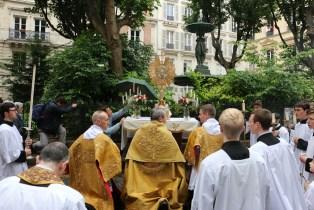 Reposoir pendant la procession du Très-Sacrement