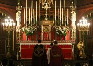 Intonation des psaumes des vêpres par les chantres