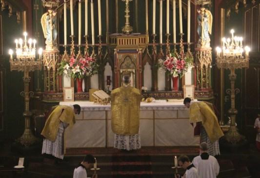 Messe de la Fête-Dieu - troisième Confiteor avant la communion