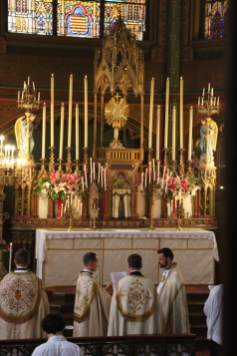 Vêpres de la Fête-Dieu - intonation de la 4ème antienne par le second chapier
