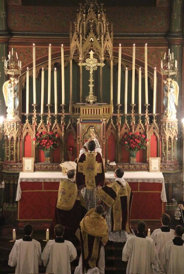 Fête du Précieux Sang -  Elévation du Sang du Seigneur.