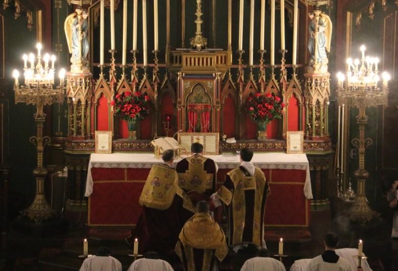 Fête du Précieux Sang -  Adoration des Saints Mystères.