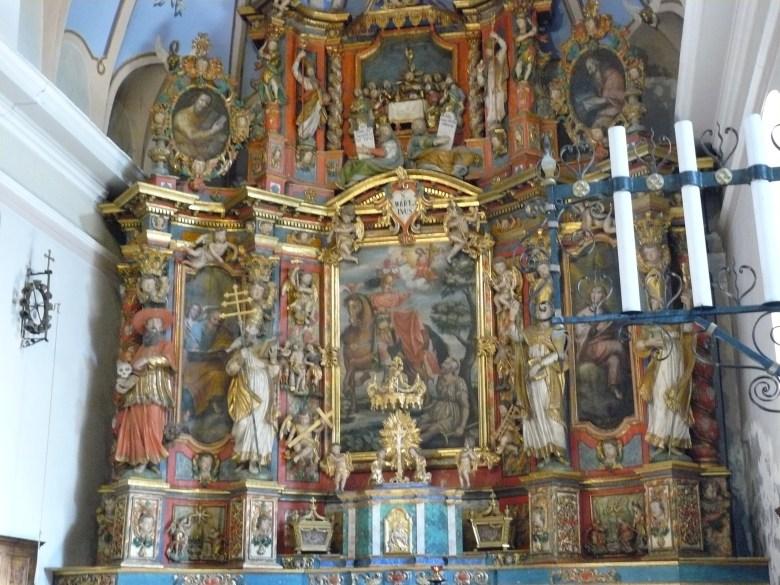 Hauteville Gaudon, église Saint-Martin : retable majeur attribué à Joseph Marie Martel - Le tableau central représente le saint patron de la paroisse et est environné des statues des 4 Docteurs de l'Eglise.