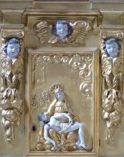Peisey-Nancroix, église de la Trinité : retable majeur, détail : porte du tabernacle.