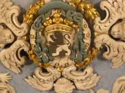 Notre-Dame de l'Assomption à Valloire : armoiries de Mgr Hercule Berzet : le lion de Némée de sable et d'argent, lampassé de gueuele.