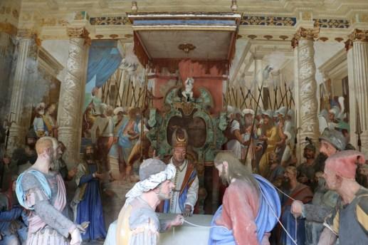 Sacro Monte de Varallo : Jésus devant les grands prêtres du Sanhédrin