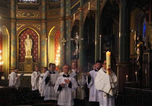 Vêpres stationnales de Pâques - procession au baptistère