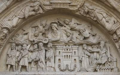 Basilique de Saint-Denis : facade occidentale, portail latéral gauche, le martyre de Saint Denys et ses compagnons Eleuthère et Rustique