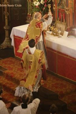 Sainte messe de la solennité de saint Eugène - à l'élévation du Sang du Seigneur.
