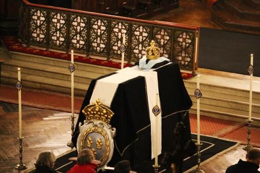 Requiem pour Louis XVI : le catafalque & la couronne