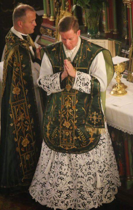 Première messe de M. l'Abbé Guillaume, fssp : Orate fratres