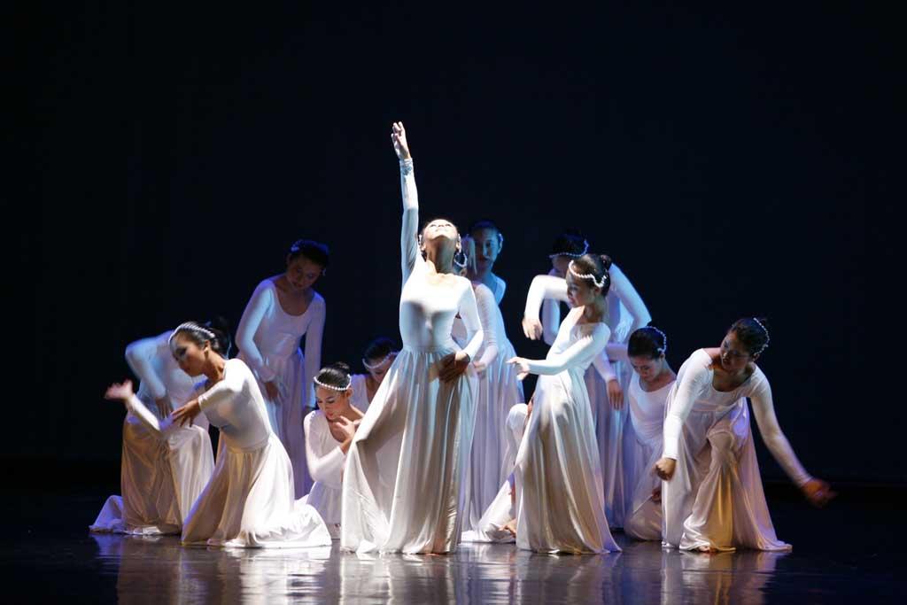 Một hoạt động CCA được nhiều bạn Việt Nam tham gia là dance