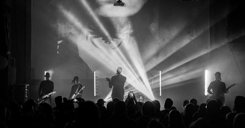 (Concert Review)  COLD with special guest AWAKE FOR DAYS Live at The Apollo Theater in Belvidere, Illinois (10/16/2019)