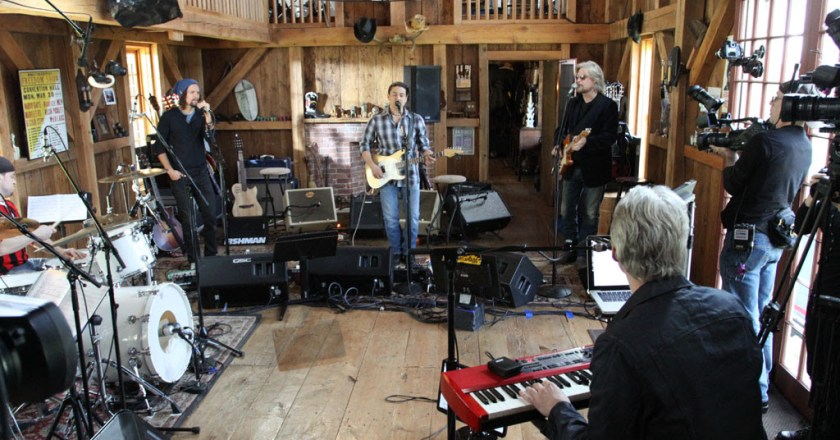 """Check Out Daryl Hall's """"Live From Daryl's House"""" Beginning April 19th on AXS TV"""