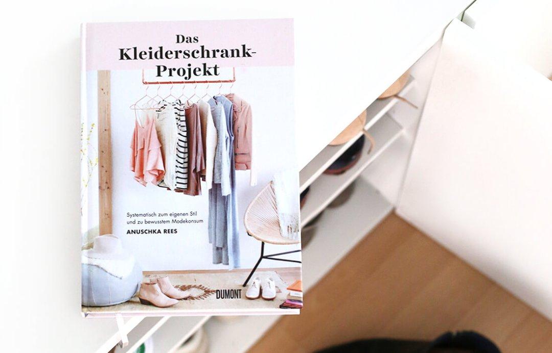 anuschka-rees-das-kleiderschrank-projekt-schonhalbelf-buchblog-fashion-rezension-kritik-ordnung-schuhe-2017