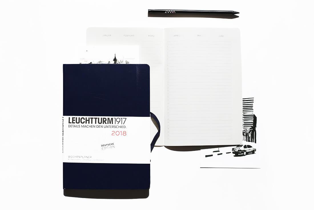 leuchtturm1917-kalender-fuer-2018-neuer-kalender-2018-leuchtturm1917-leuchtturm-moleskine-paperblanks-schonhalbelf-bullet-journal-planen-2-wochenplaner-wochenuebersicht-dunkelblau-a5-hardcover