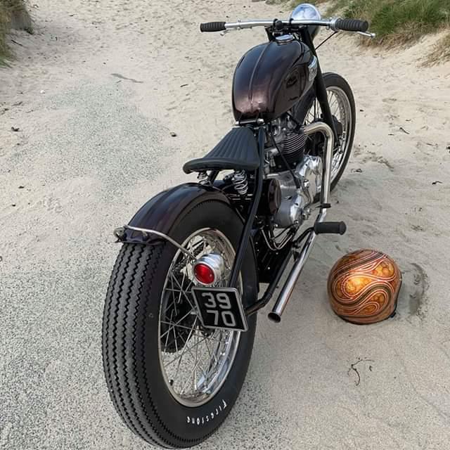 feu-arrière-moto-plaque-harley-bobber-chopper-holdfast-school-of-cool