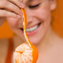 women-peeling-orange-lg1