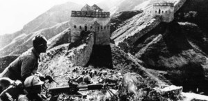 Chinese soldiers take position on the Great Wall during the Sino-Japanese War (1937)