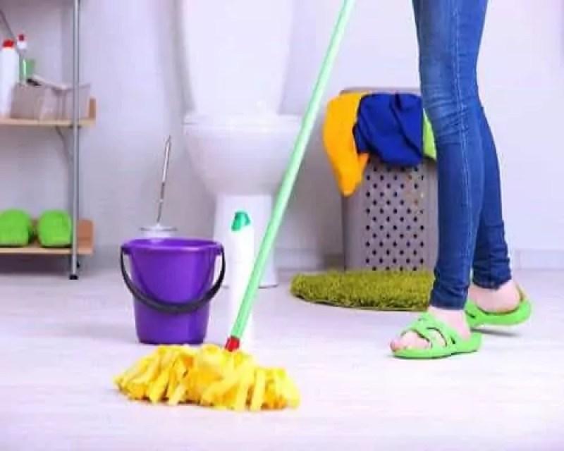 badkamervloer schoonmaken