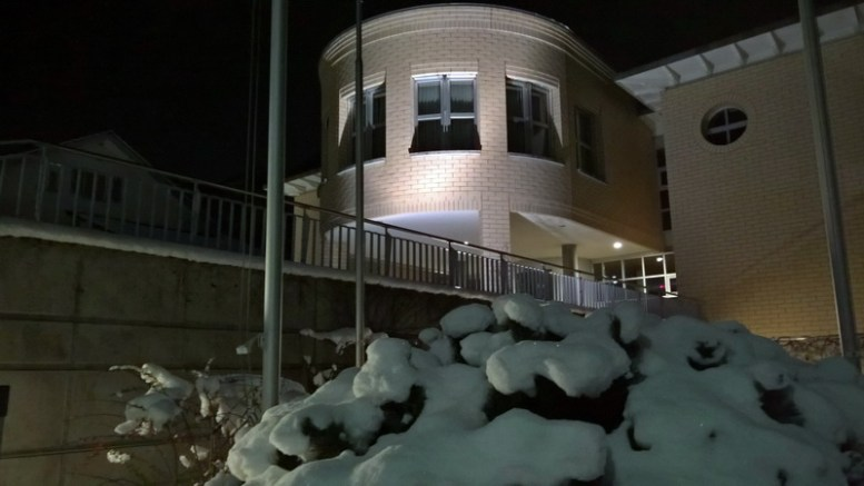 Das Gemeindehaus von Alpnach im Winterkleid