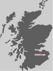 Auf diesem Kartenausschnitt koennen Sie sehen, wo in Schottland die Hauptstadt Edinburgh liegt.