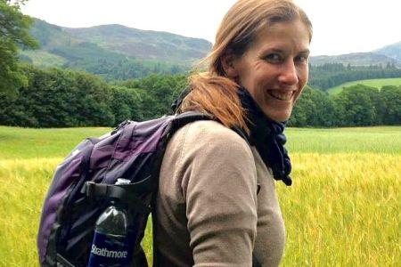 Unsere Reiseleiterin Nadja Fischer fuehrt seit 2016 unsere Whisky-und Kulturreisen durch Schottland.