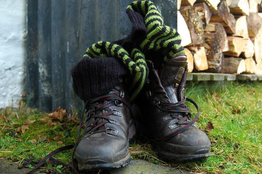 Auf der Packliste für einen Wanderurlaub in Schottland muss gutes Schuhwerk ganz oben stehen.
