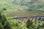 Eine Fahrt mit dem Jacobite Dampfzug kann in einer Familienreise durch Schottland inkludiert werden.