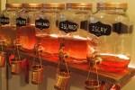 Bier, Gin und Whisky werden auf Genussreisen durch Schottland in großen Mengen gekostet.