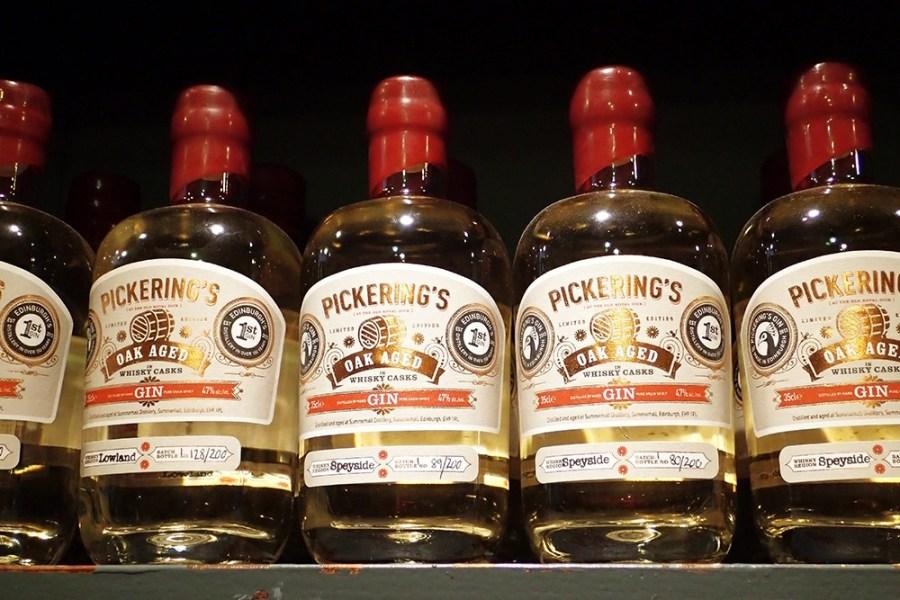 Auch einer Genussreise durch Schottland kann Gin, z.B. Pickerings, gekostet werden.