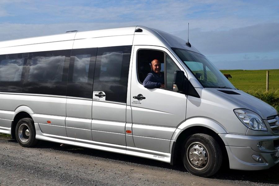 Unsere Kleingruppenreisen durch Schottland werden in Minibussen mit Platz fuer 16 Personen durchgefuehrt.