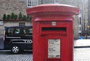 In Schottland kommt die Post mit der Royal Mail - Postkarten aus demUrlaub kommen zeitnah in Deutschland an.