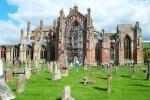 In der Naehe von Nairn koennen Sie auf dieser Schottlandreise die Elgin Cathedral Cathedral besuchen.