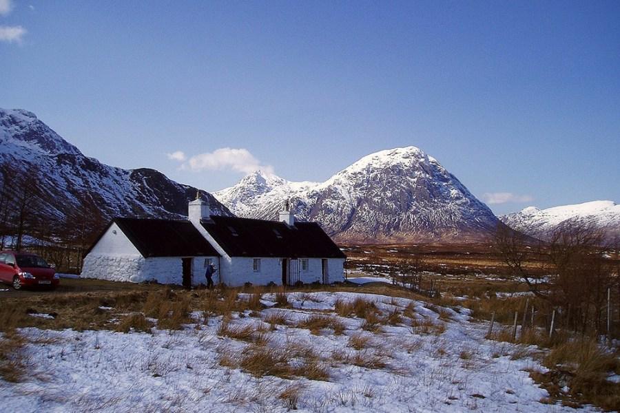 Bei einem Schottlandurlaub im Winter lässt sich die atemberaubende Landschaft erkunden.