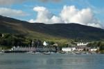 Eine Segelreise um die schottischen Hebriden Inseln ist eine gute Idee für den Jahresurlaub, besonders die Insel Skye ist einen Besuch Wert.