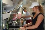 An Bord der Flying Dutchman, einem Segelschiff welches Segelreise nach Schottland anbietet, gibt es natürlich auch eine Küchen Crew.