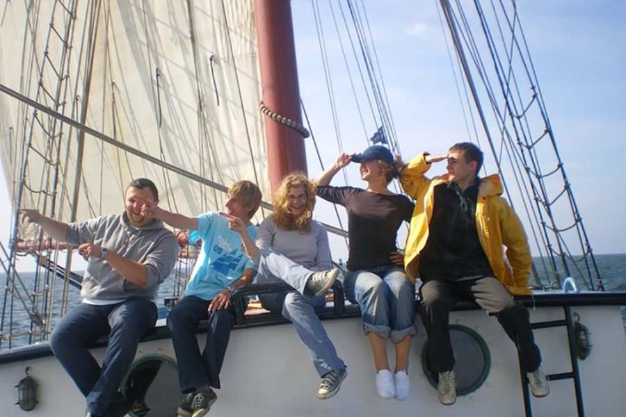 Die Flying Dutchman unternimmt Segelreisen in Schottland, welche über Wind & Cloud Travel buchbar sind.