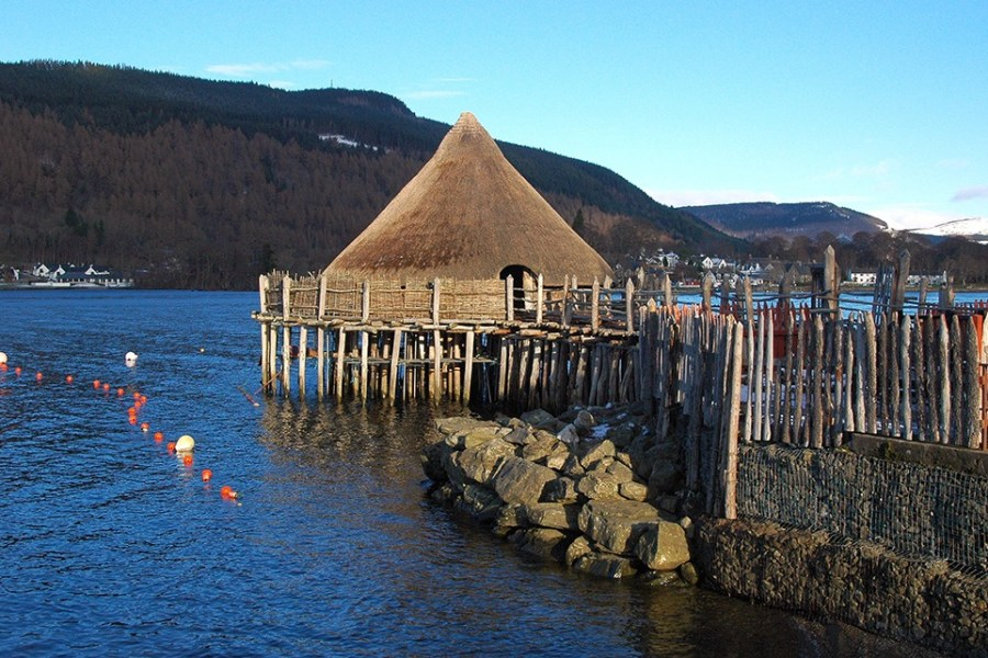 Ein Tagesausflug zum Crannog Centre am Loch Tay ist eine der Ausflugsmoeglichkeiten unserer individuellen Standortreise Schottland.