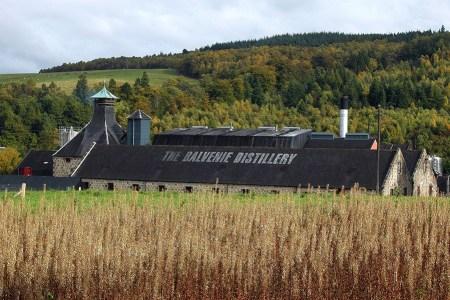 Balvenie Distillery ist eine von vielen Whisky Brennereien, die auf der individuellen Wanderreise auf dem Speyside Way besichtigt werden koennen.
