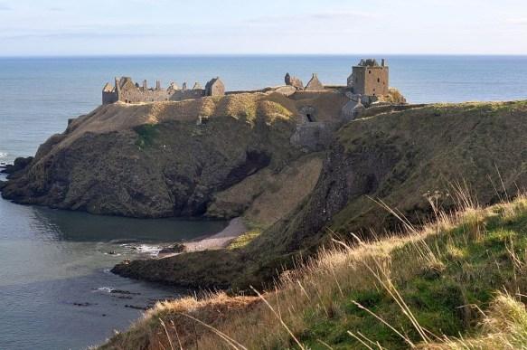 Eine schoene Rundwanderung fuehrt zum Dunnottar Castle.
