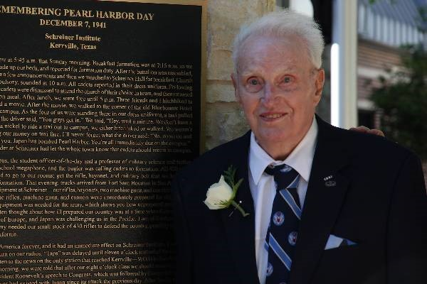 Schreiner Mourns Distinguished Alumni Frank Denius '42