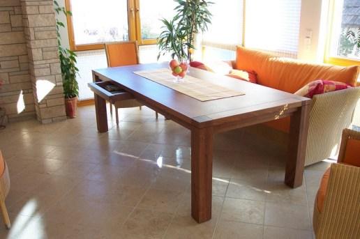 Tisch Nußbaum massiv