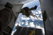 skydiving-811876_640