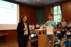 Schulfest, 25.07.2017: Christiane Dittmann dankt den Preisträgern