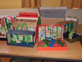 Tropische Pflanzen im Karton